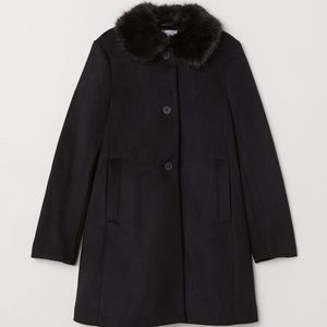 🆕NWOT H&M Coat with Faux Fur Collar